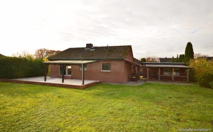 """überdachte Terrasse und Gartenhaus in """"Saloon-Stil"""""""