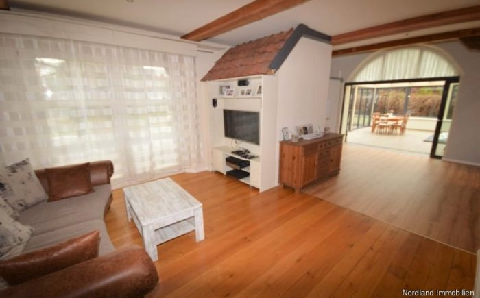 Wohnzimmer mit Blick in den Wintergarten