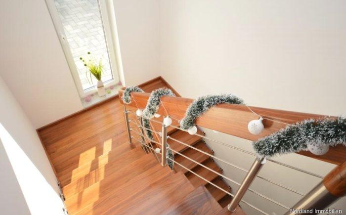 hochwertige Podesttreppe ins Dachgeschoss