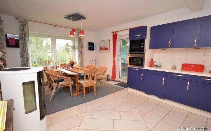 Wohnküche mit Essplatz und Kamin