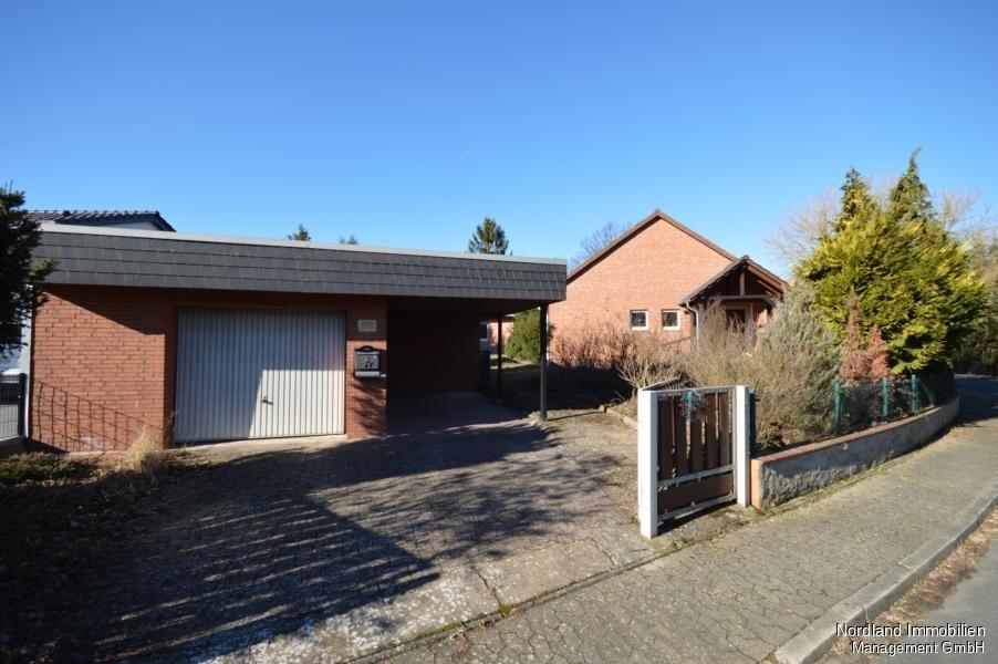 Beliebt Sanierungsbedürftiger Bungalow mit Garage und Keller in grüner RE43