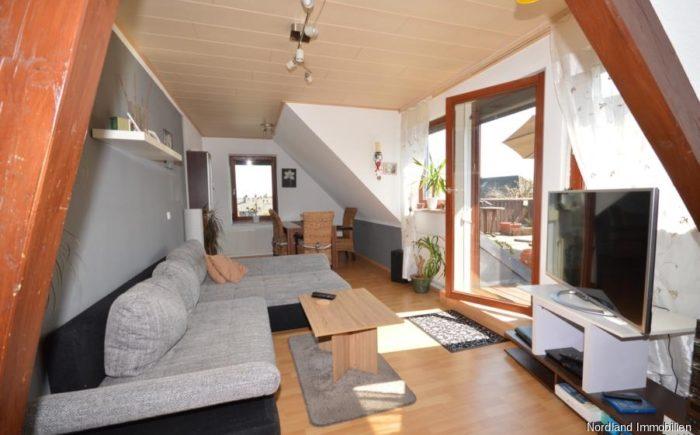 Wohnzimmer mit Zugang zur Dachterrasse