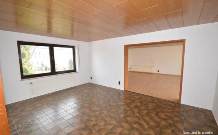 Esszimmer mit Durchgang ins Wohnzimmer