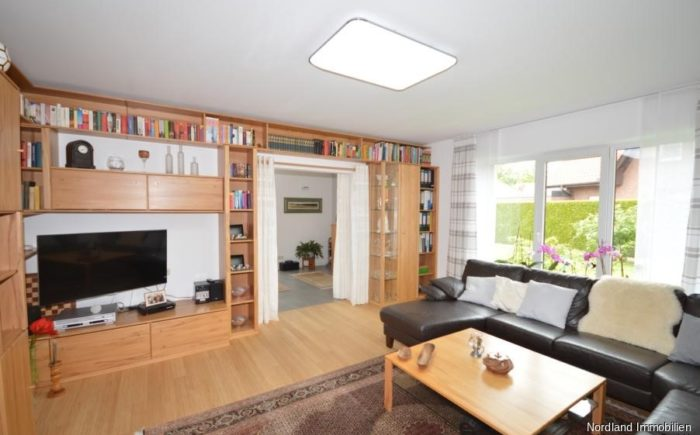 Wohnzimmer mit Zugang zum Esszimmer