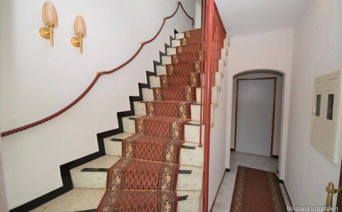 Hauseingang, Treppe ins Dachgeschoss