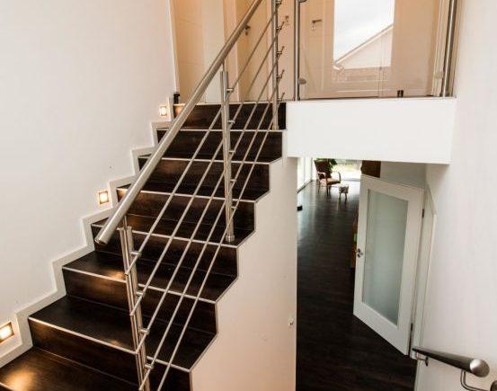 Treppen ins Obergeschoss. png
