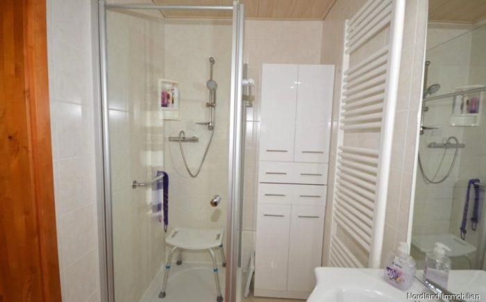 Duschbad aus dem Schlafzimmer im Erdgeschoss