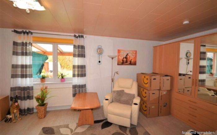 großzügiges Schlafzimmer 2 mit eigenem Duschbad im Erdgeschoss