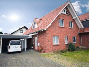gepflegte Doppelhaushälfte mit Carport