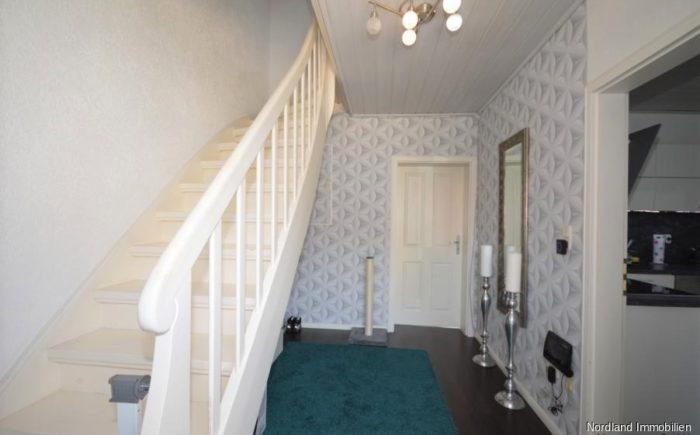 Eingangsbereich mit Treppe ins Dachgeschoss