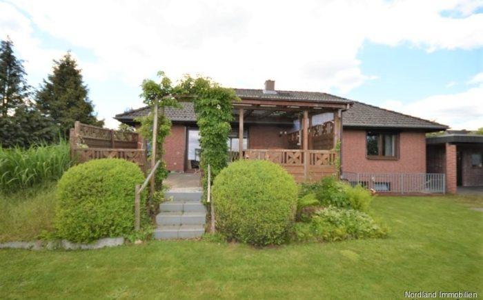 Garten und überdachte Terrasse